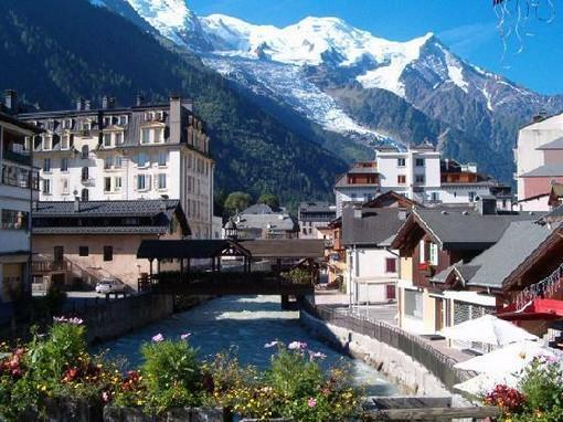 Chamonix yoga and ski holiday