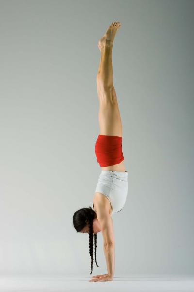 "Shana Meyerson - ""Living Off the Wall"" Handstand Workshop"